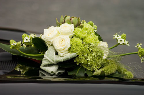 Blumenschmuck Hochzeit Auto  Blumenschmuck Autoaufkleber von Auto Aufkleber