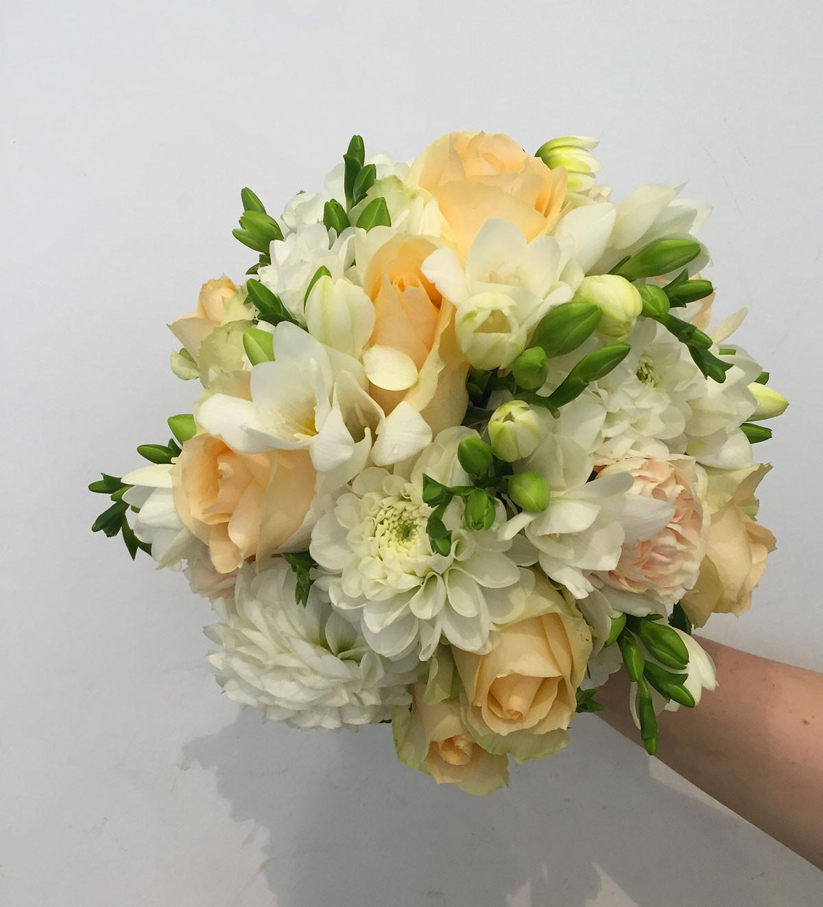 Brautstrauß 2019  Die Straussbar – Florale Konzepte Ein Brautstrauss der zu