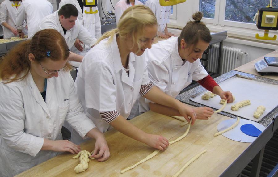 Carl Severing Berufskolleg Handwerk Und Technik  Schülergruppe aus Rzeszów Polen zu Gast in Bielefeld