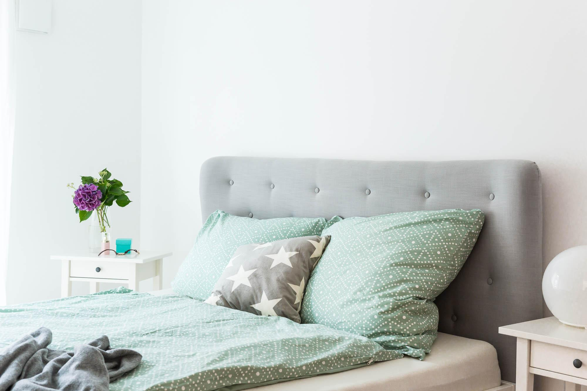20 besten diy bett ikea beste wohnkultur bastelideen. Black Bedroom Furniture Sets. Home Design Ideas