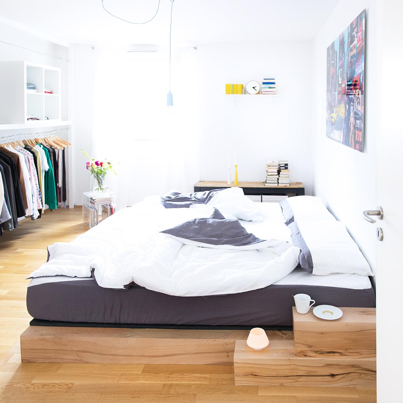 Diy Betten  DIY Bett Anleitung zum selber bauen eines Massiv Holz Bettes
