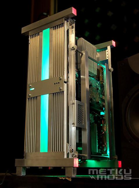 Diy Pc Gehäuse  DIY Case Mod Turns Your PC Into a Gigantic Heatsink