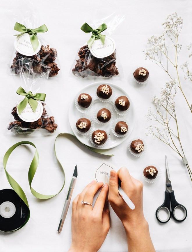 Diy Pralinen  DIY Weihnachtsgeschenk Pralinen Julia Sang Nguyen