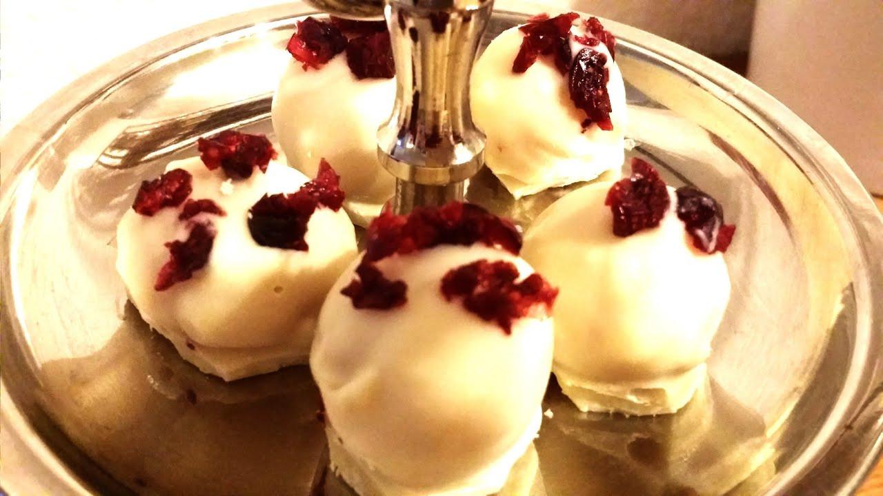 Diy Pralinen  DIY Weiße Marzipan Pralinen mit Cranbeeries selber machen
