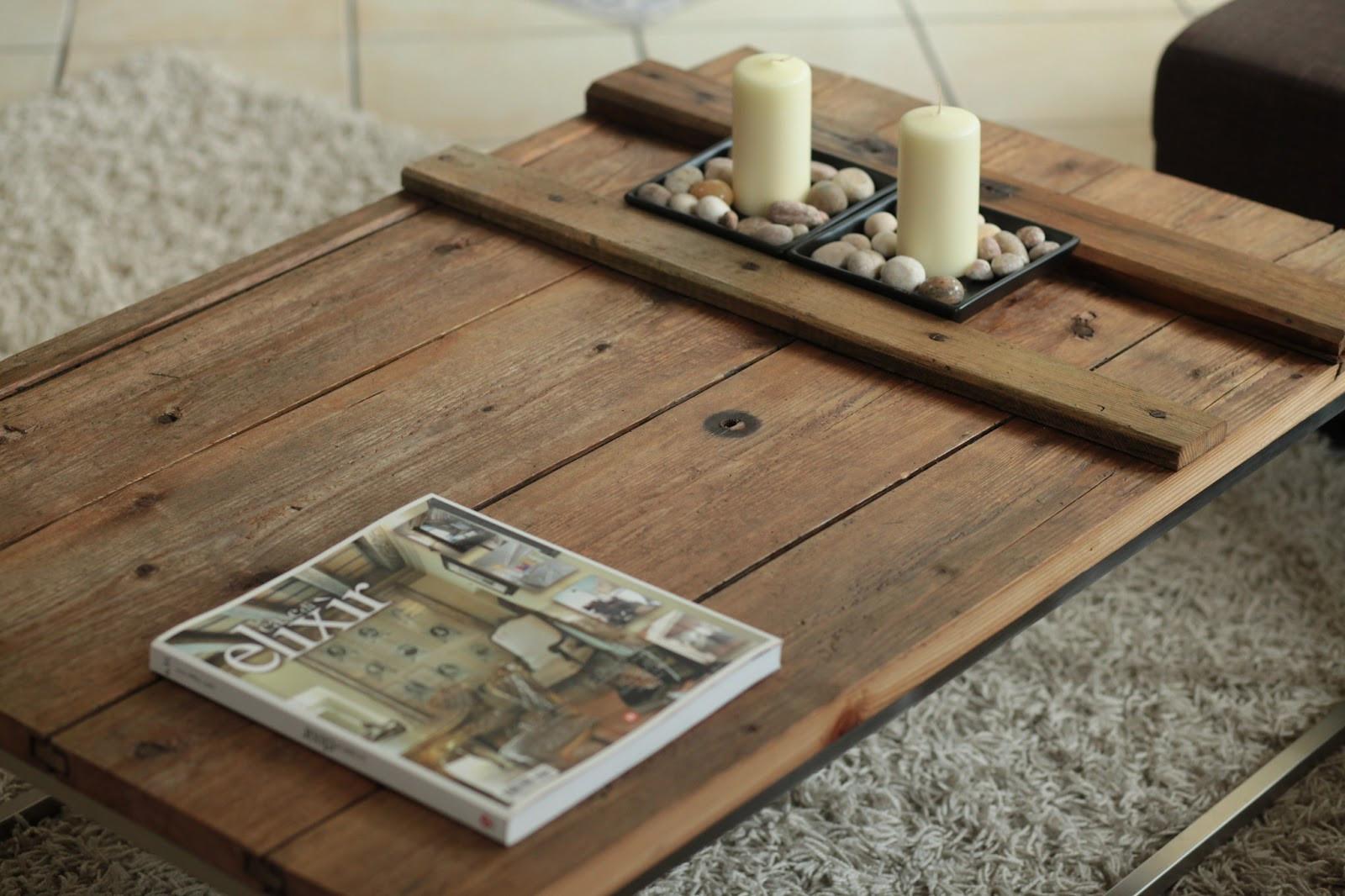 Diy Wohnzimmertisch  DIY Selbstgemachter Couchtisch aus einer alten Holztüre