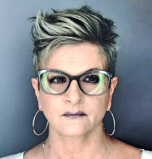 Frisuren Ab 50 Mit Brille  28 Wunderschönen Frisuren ab 50 Einfach Stilvoll