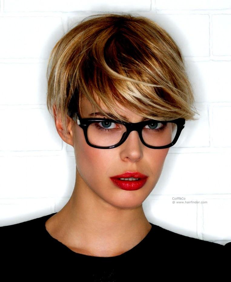 Frisuren Ab 50 Mit Brille  Bilder Spezielle Kurzhaarfrisuren Ab 50 Mit Brille