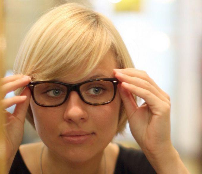 die besten ideen für frisuren frauen ab 50 mit brille