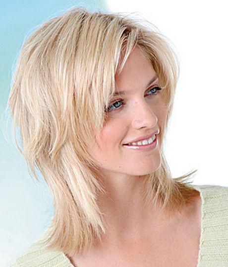 Frisuren Frauen Mittellang Stufig  Die besten 20 Frisuren mittellang stufig Ideen auf
