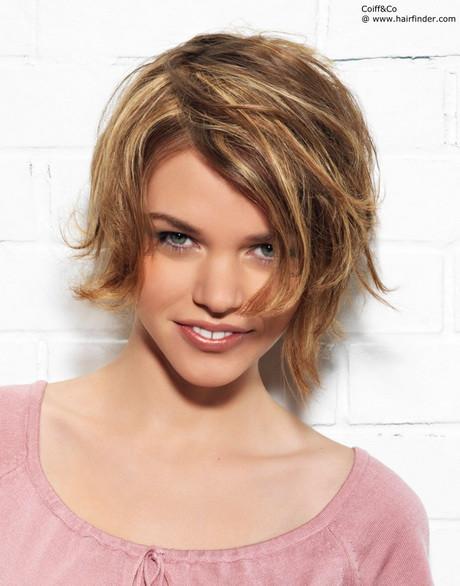 Frisuren Frauen Mittellang Stufig  Frisuren fransig