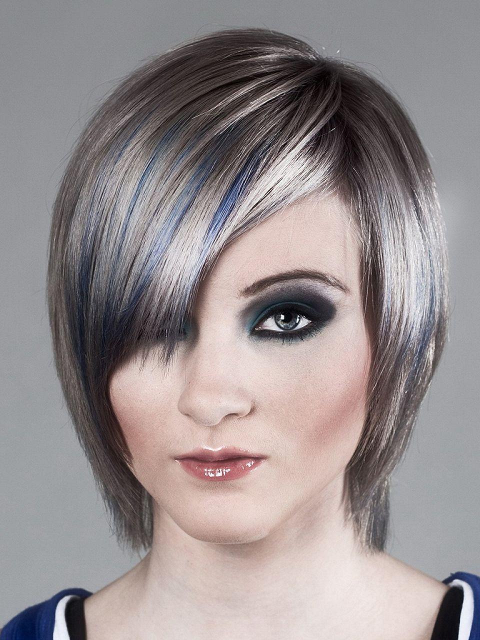Frisuren Grau  Graue glatte Haare Damen