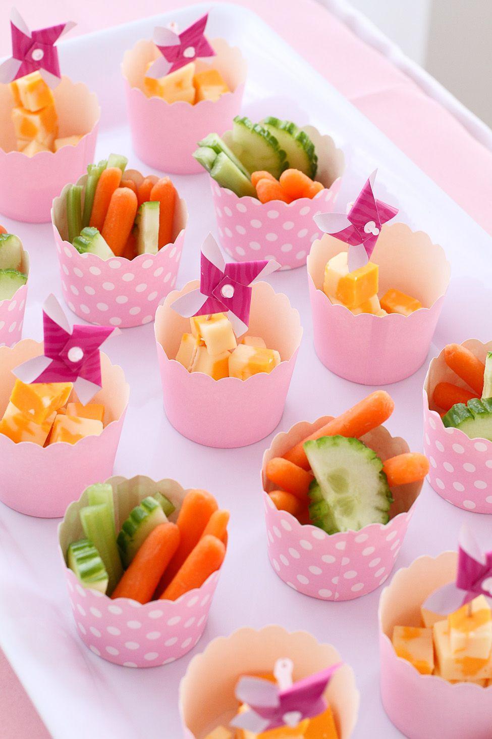 Geburtstagsfeier Essen  Gemüsesticks in Muffinförmchen Eine gesunde und leckere