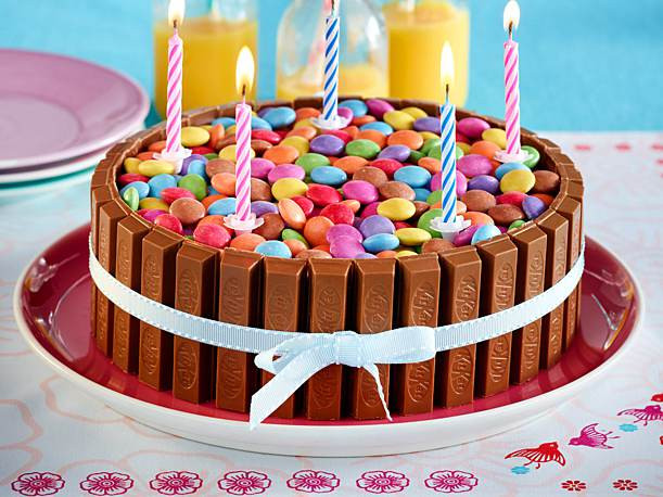 Geburtstagstorte Kinder  Bunte Schoko Knusperwaffel Torte Rezept