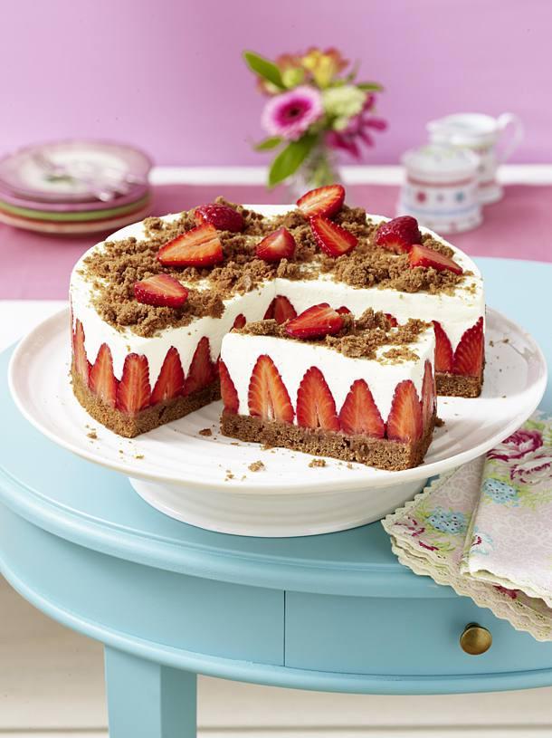 Geburtstagstorte Rezept  Erdbeer Torte mit Schokoboden und Quarkcreme Rezept