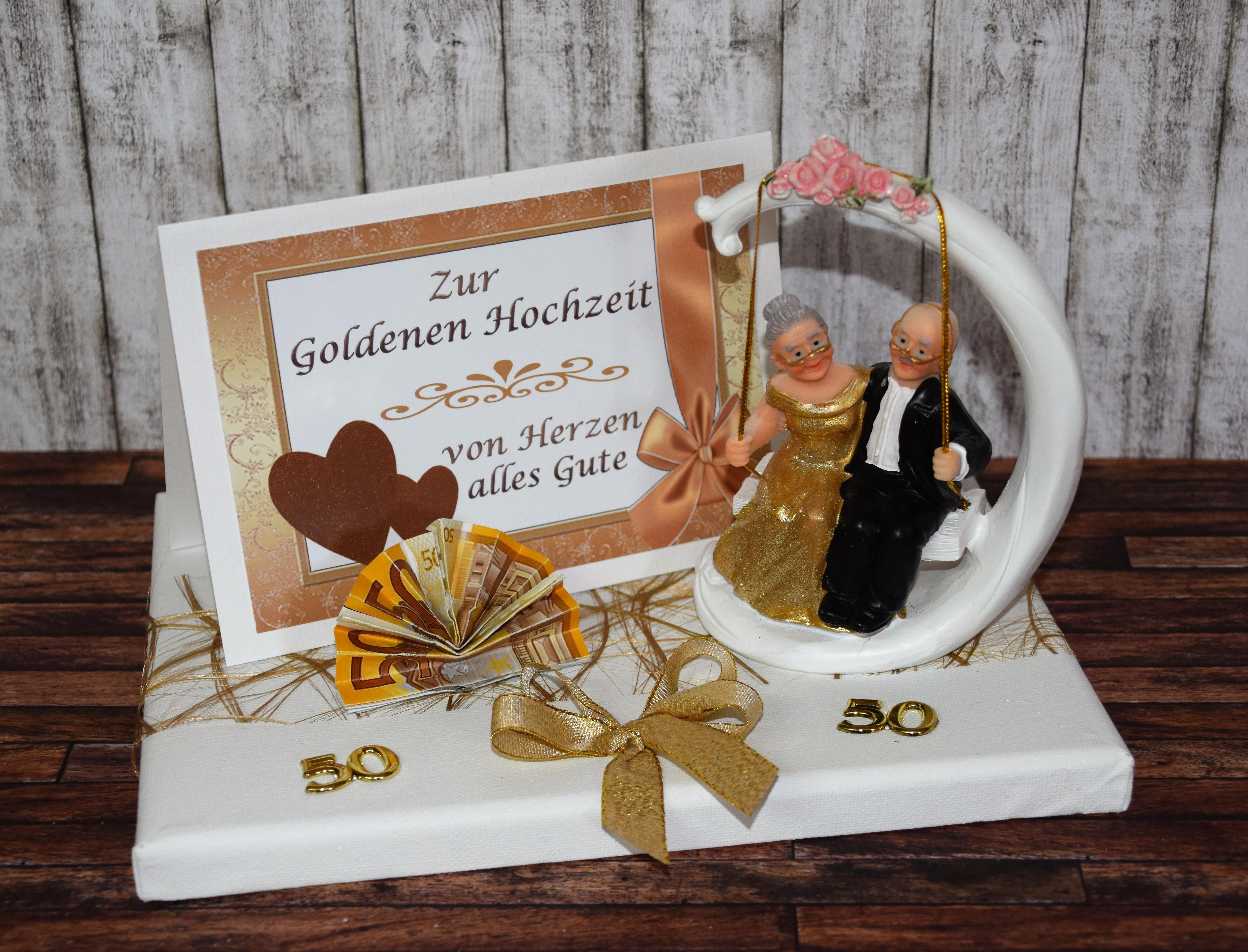 Geschenk Für Goldene Hochzeit  Geld Geschenk zur goldenen Hochzeit mit Goldpaar auf Schaukel