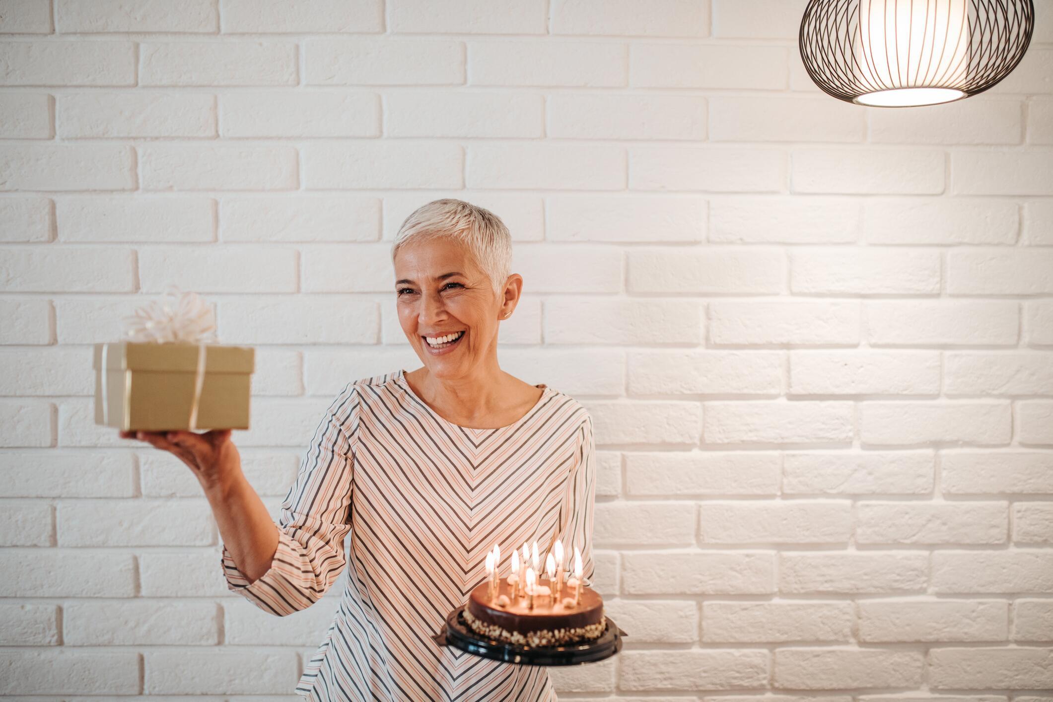 Geschenke Für Ältere Frauen  Die schönsten Geschenke für runde Geburtstage für Frauen