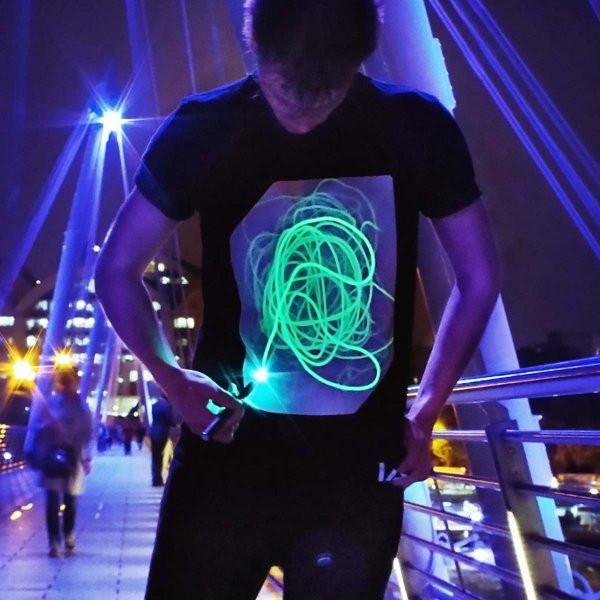 Geschenkideen Jungs 11  Interaktives Leucht T Shirt M online kaufen
