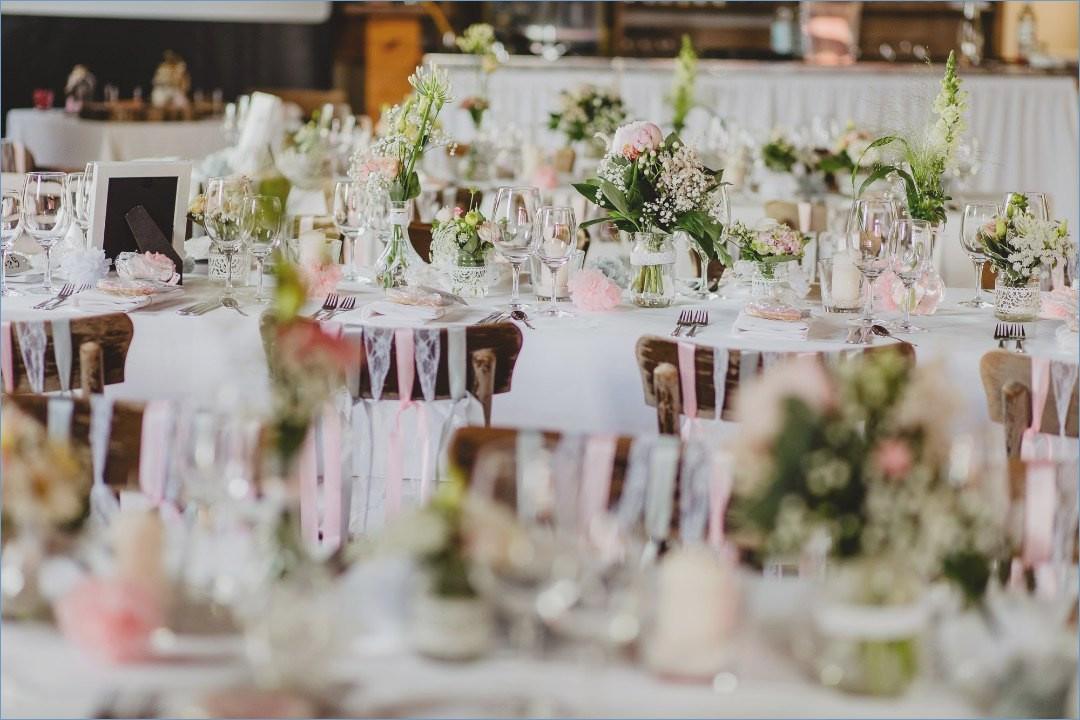 Hochzeit Tisch  Tischdekoration Hochzeit Runde Tische Rustikal