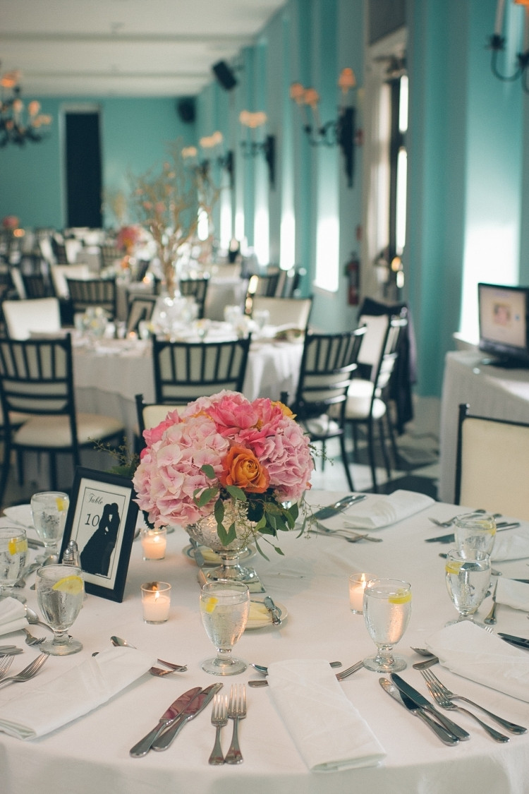 Hochzeit Tisch  Tischdeko mit Hortensien edle Hochzeitsdeko mit Blumen