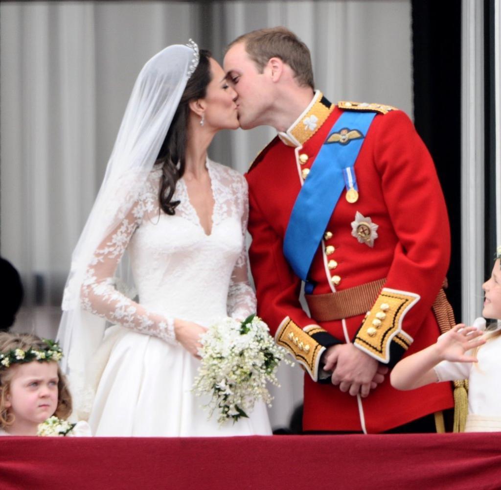Hochzeit William Und Kate  Royal Wedding Was Körpersprache von Kate und William