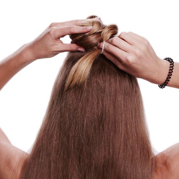 Invisibobble Frisuren  Der Braid Bun Bang Schritt 4