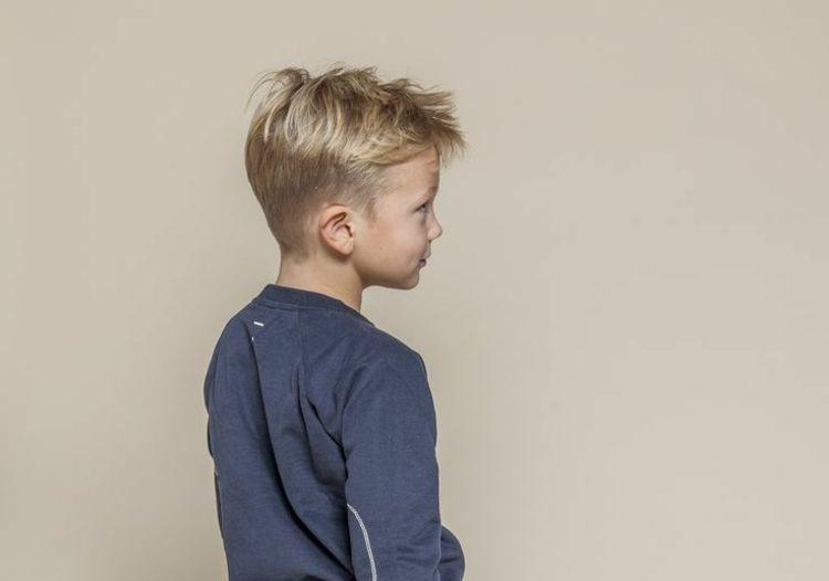 Kinder Haarschnitt Jungs  Frisuren für kleine Jungs mit Undercut Kinder