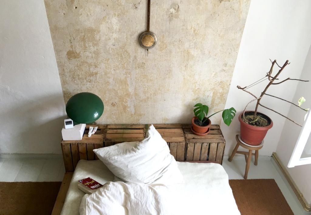 Kopfteil Bett Diy  DIY Kopfteil aus Holzkisten fürs gemütliche Bett DIY