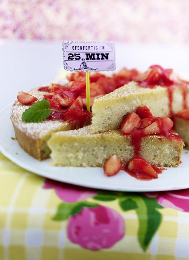 Kuchen Mit Grieß  Grieß Kuchen mit Erdbeersoße Rezept