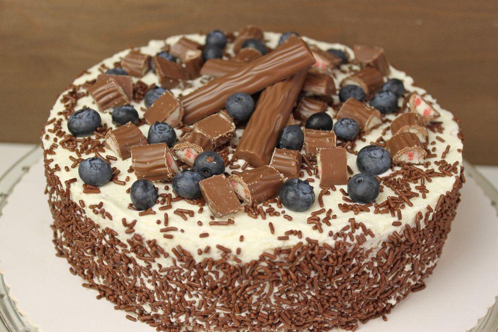 Leckere Geburtstagstorte  Yogurette Torte selber backen – frische Torten Rezepte