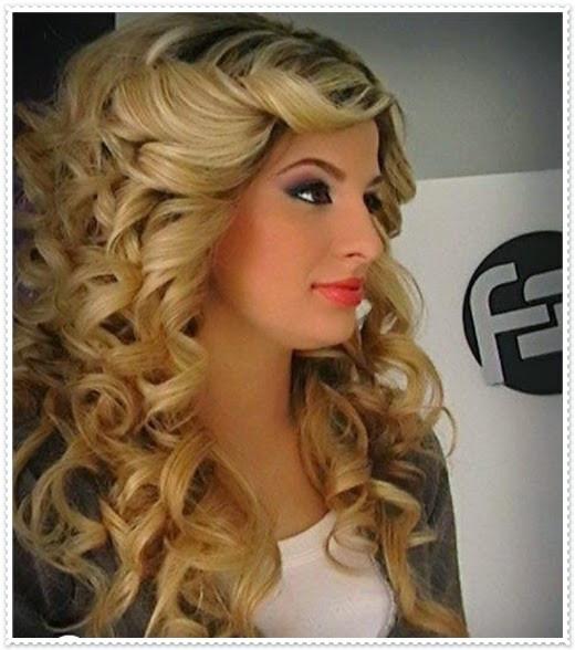 Lockige Haare Frisuren  Mode Germany Frisuren lange lockige haare 2015