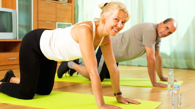 Muskelaufbau Zu Hause  Muskelaufbau zu Hause Übungen ganz ohne Fitnessstudio