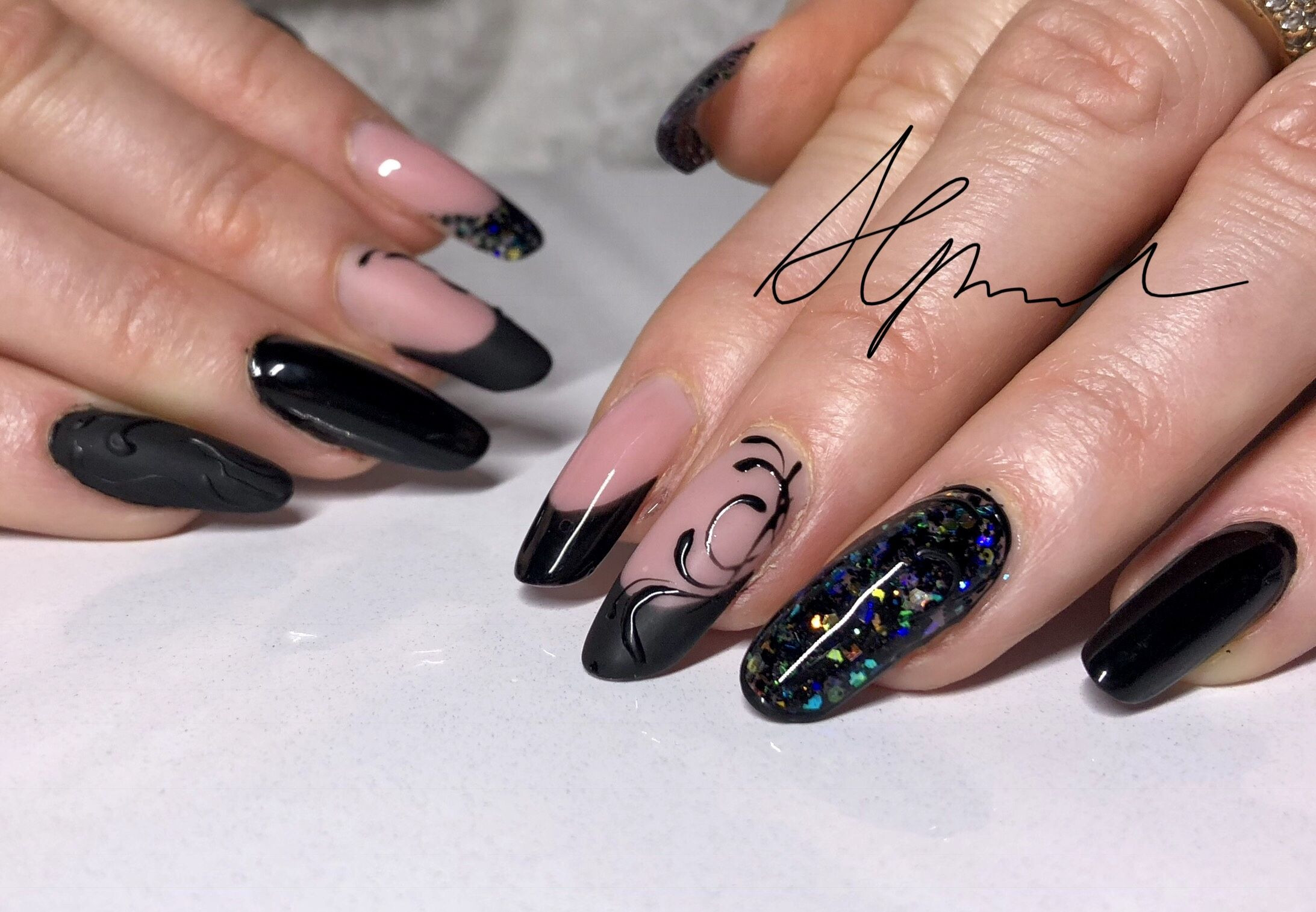 Nageldesign Matt Glitzer  Nailart schwarz Modern nageldesign Nägel matt Nägel
