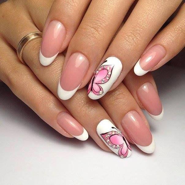 Nageldesign Schmetterlingsdesign  Nageldesign weiße Nägel mit rosa Schmetterling und