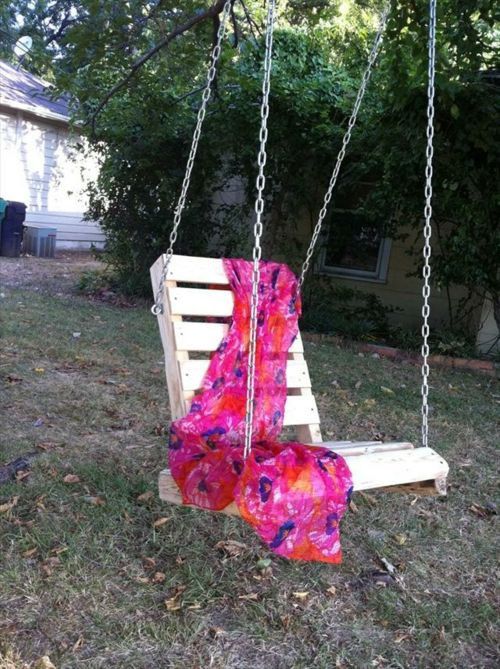 Schaukel Diy  DIY Schaukel aus Europaletten garten