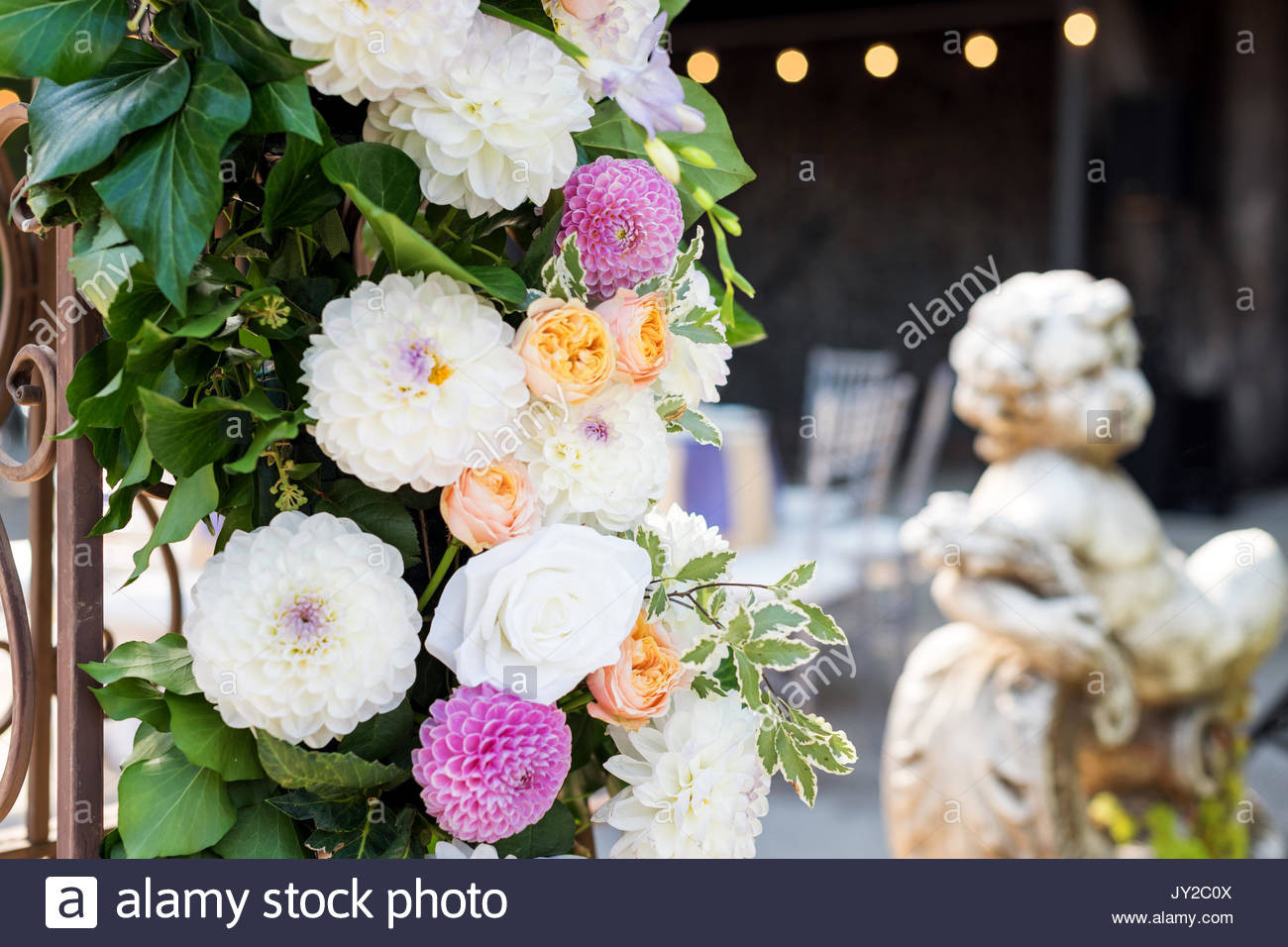 Schöne Hochzeit  Hochzeit Bogen mit Blumen im Freien Schöne Hochzeit