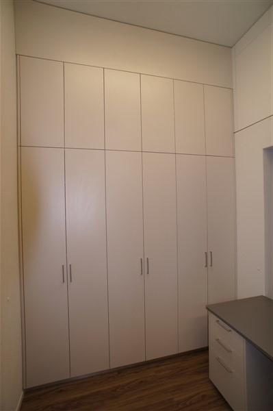 Schrank De  Schränke und Möbel werden individuell hergestellt