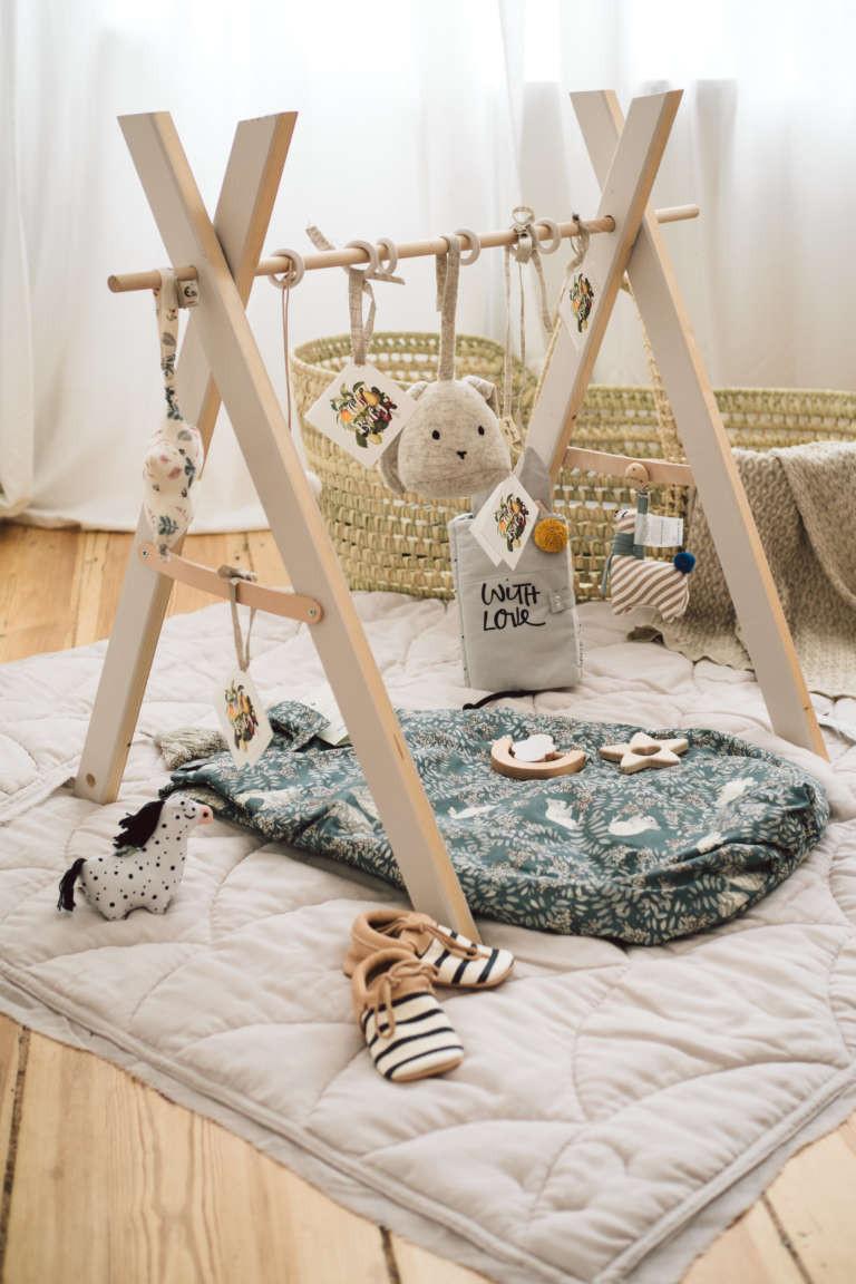 Spielbogen Diy  Babyshower Geschenkidee mit DIY Spielbogen