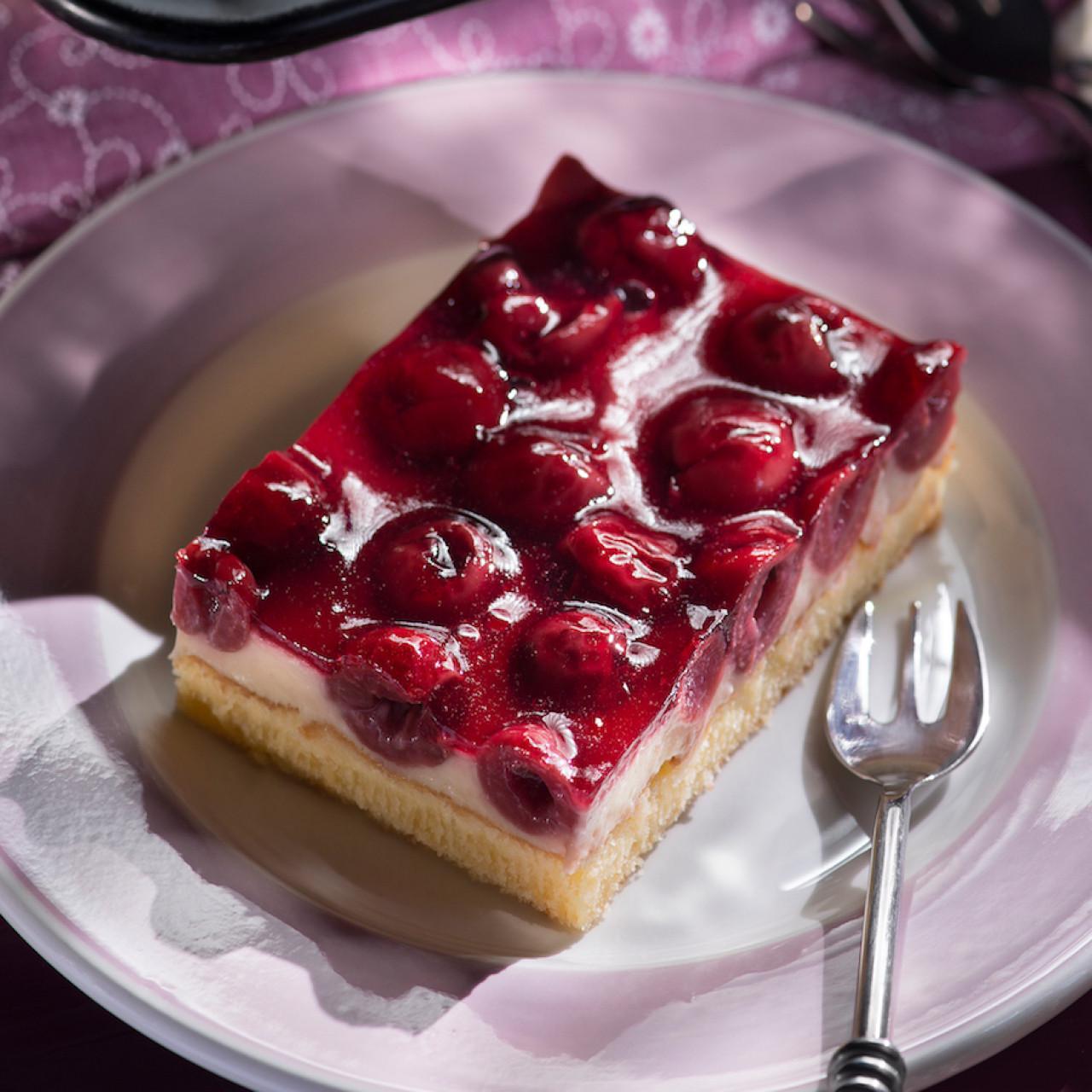 Süßkirschen Kuchen  Kirsch Schmand Kuchen vom Blech rezepte Wochenblatt