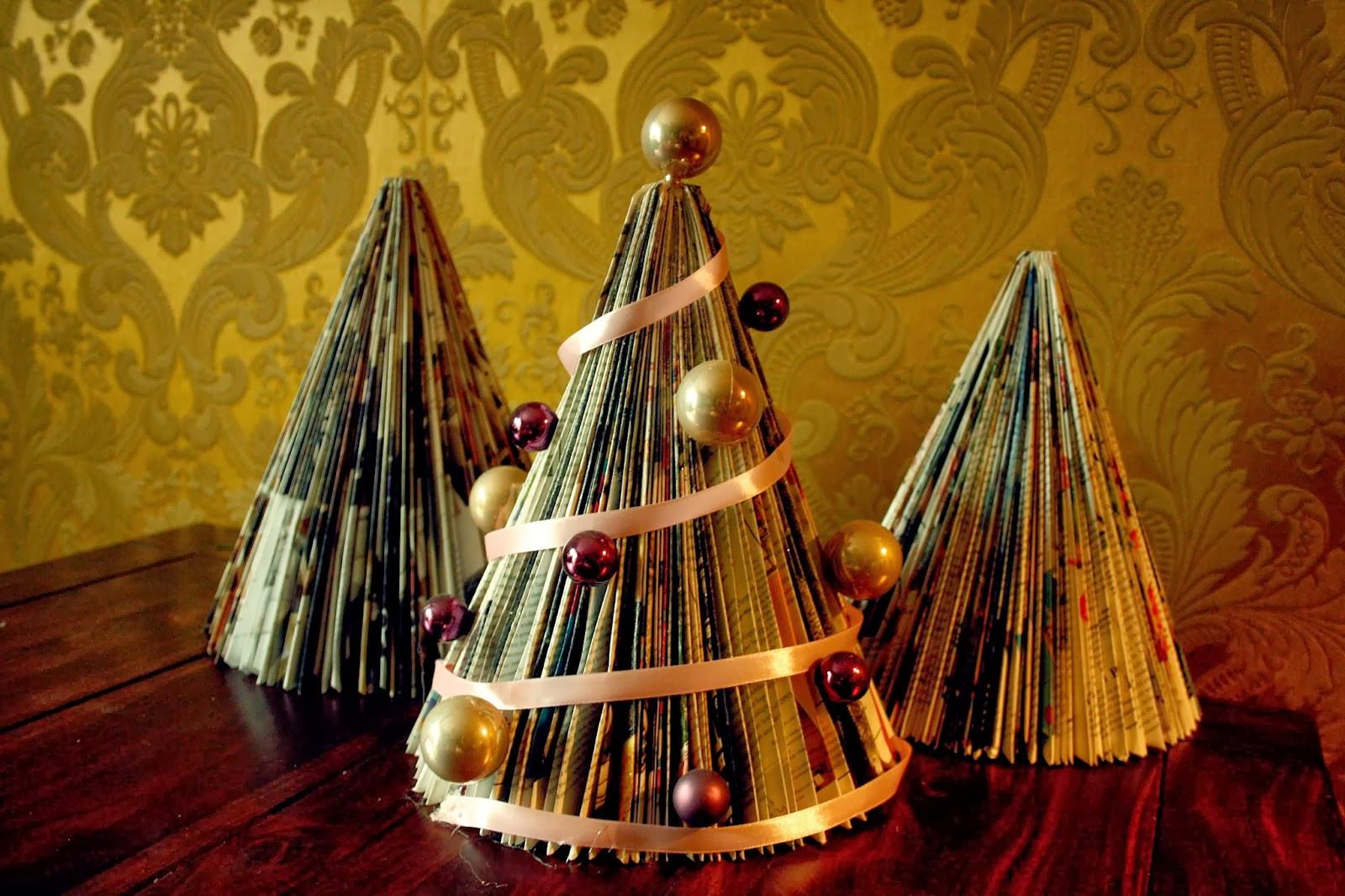 Weihnachts Diy  FrauKleid Weihnachts DIY Zeitungstannenbaum