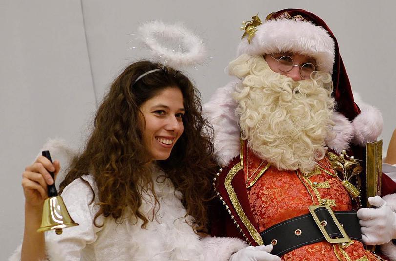 Wer Bringt Die Geschenke In Spanien?  Weihnachtsmann Christkind oder eine Hexe Wer bringt