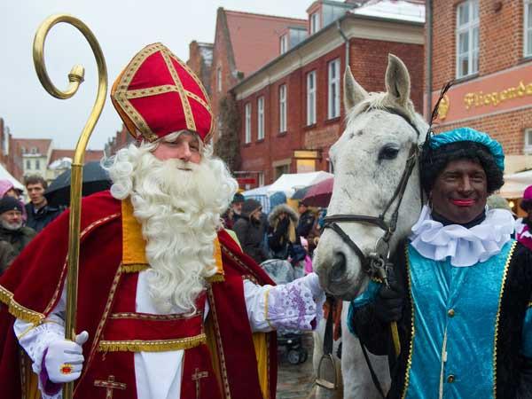 Wer Bringt Die Geschenke In Spanien?  Sinterklaas beim Weihnachtsmarkt in Potsdam