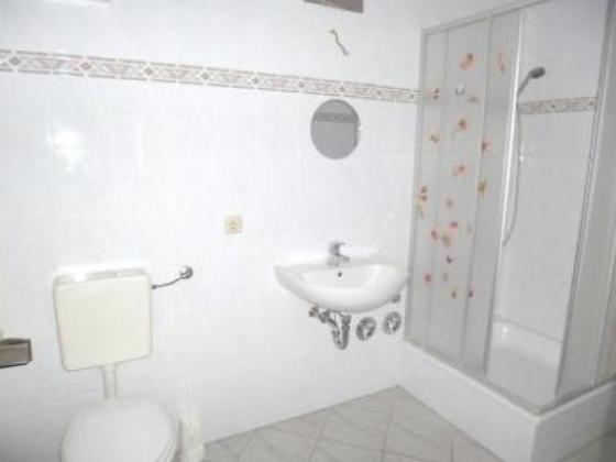 3 Raum Wohnung Magdeburg  3 Raum Dachgeschoss Abstellraum Bad mit Dusche