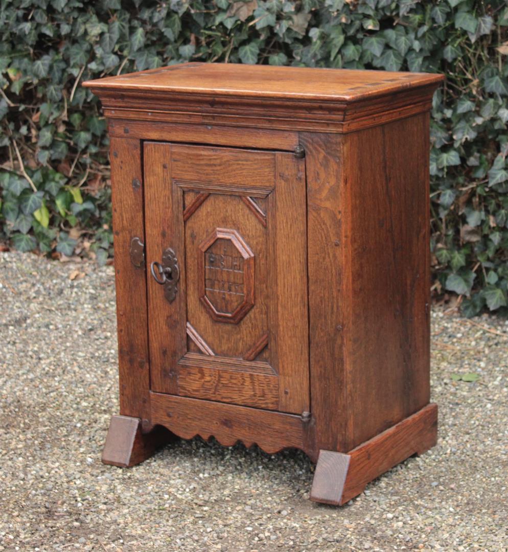 Antiker Schrank  Spezialisiert im antike Möbel antik Möbel