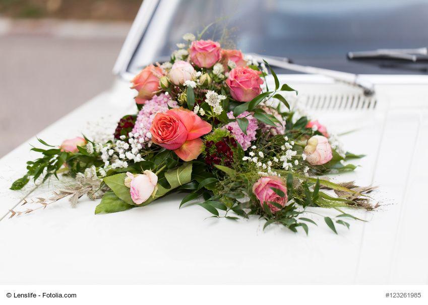 Autoschmuck Hochzeit  Autoschmuck mit Steckschaum für Hochzeit selber machen