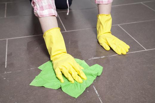 Badezimmer Fliesen Reinigen  Badezimmer richtig putzen – Tipps und Tricks