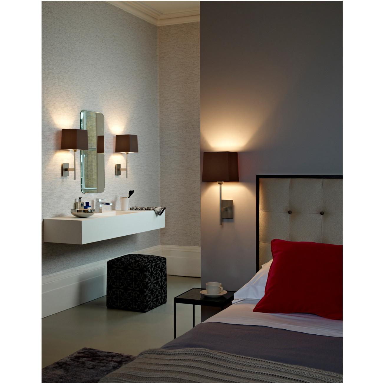 Badezimmer Wandleuchten  Wandleuchte mit eckigem Stoffschirm auch für Badezimmer