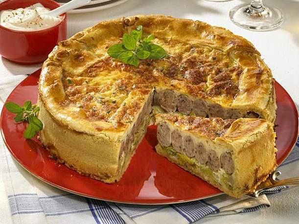 Bratwurst Kuchen  Porree Bratwurst Torte Rezept LECKER
