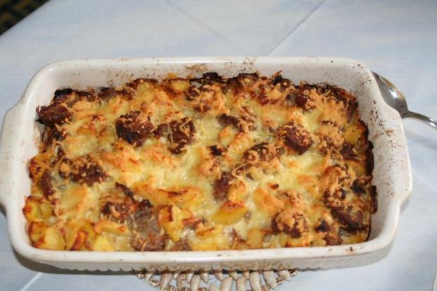 Bratwurst Kuchen  Bratwurst Kartoffel Auflauf Rezept mit Bild kochbar