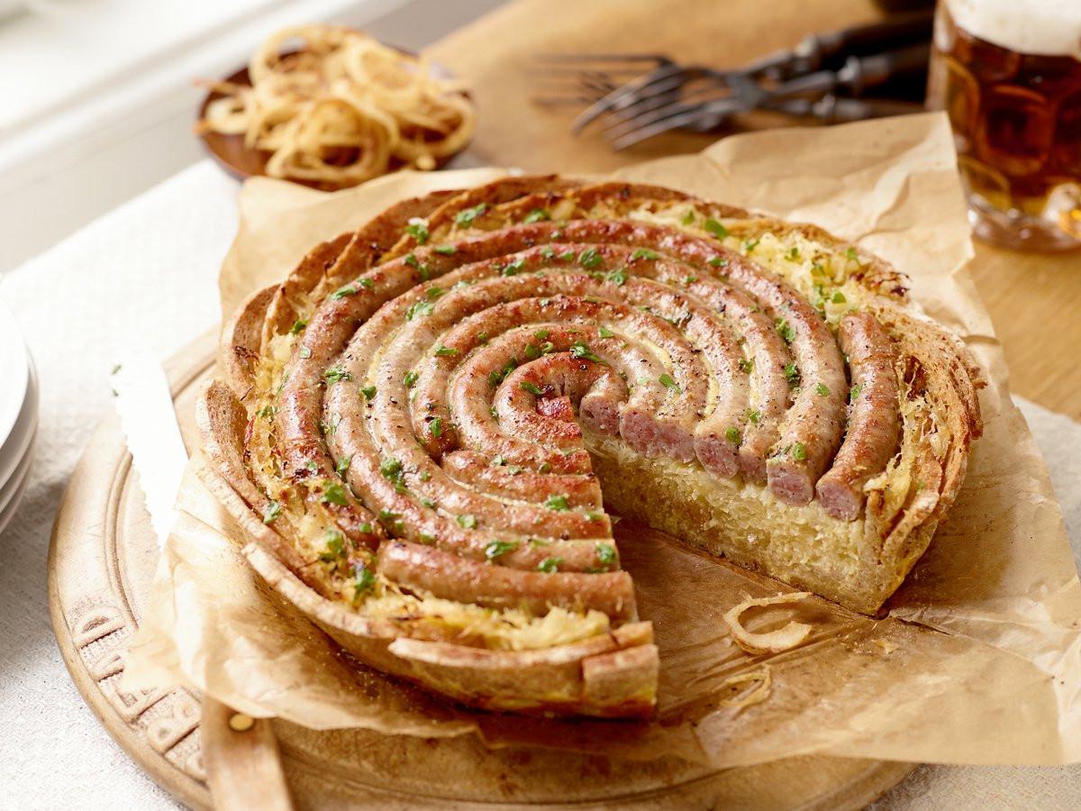 Bratwurst Kuchen  Brot Torte mit Bratwurst und Sauerkraut Rezept
