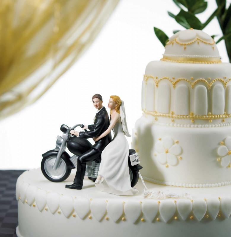 Brautpaar Hochzeitstorte  Brautpaar auf Motorrad